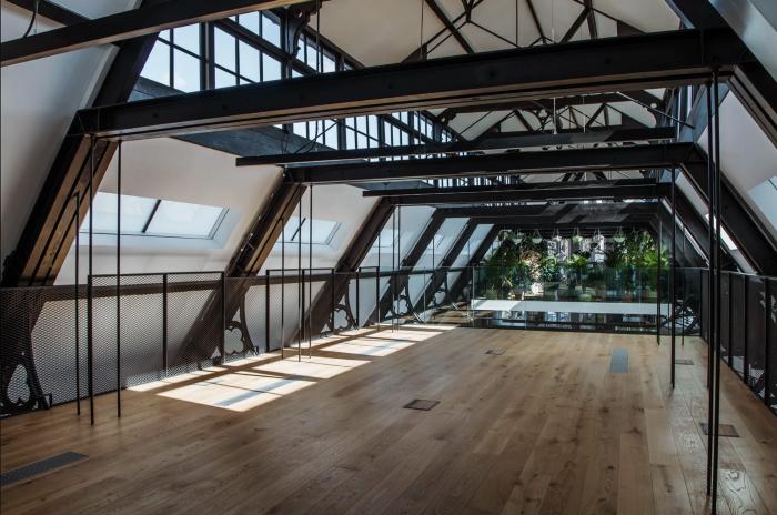 Mezzanine event space
